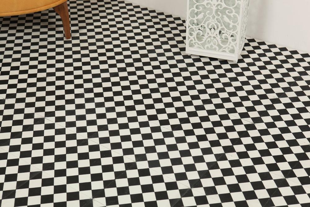Hvide fliser badeværelse sort Sort